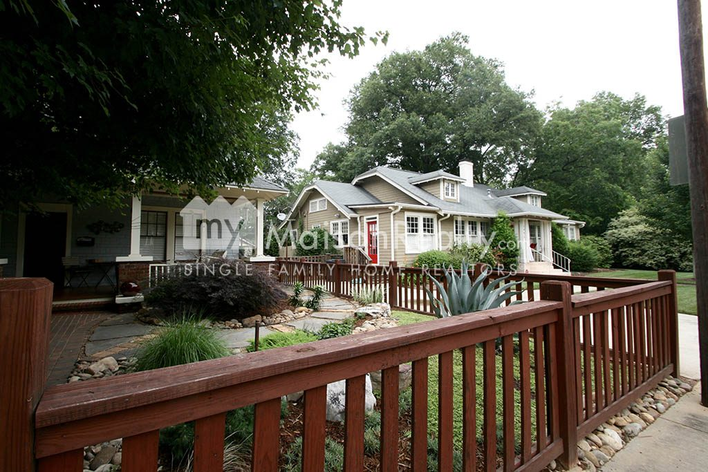 Elizabeth bungalow with quaint fenced yard