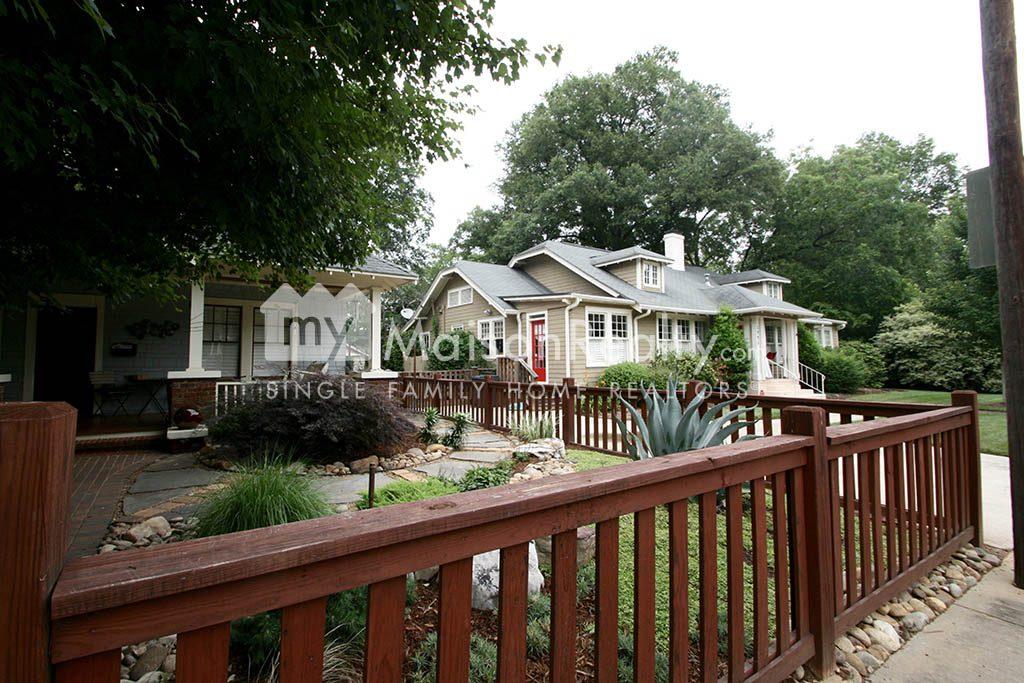Elizabeth bungalow with quaint fenced yard