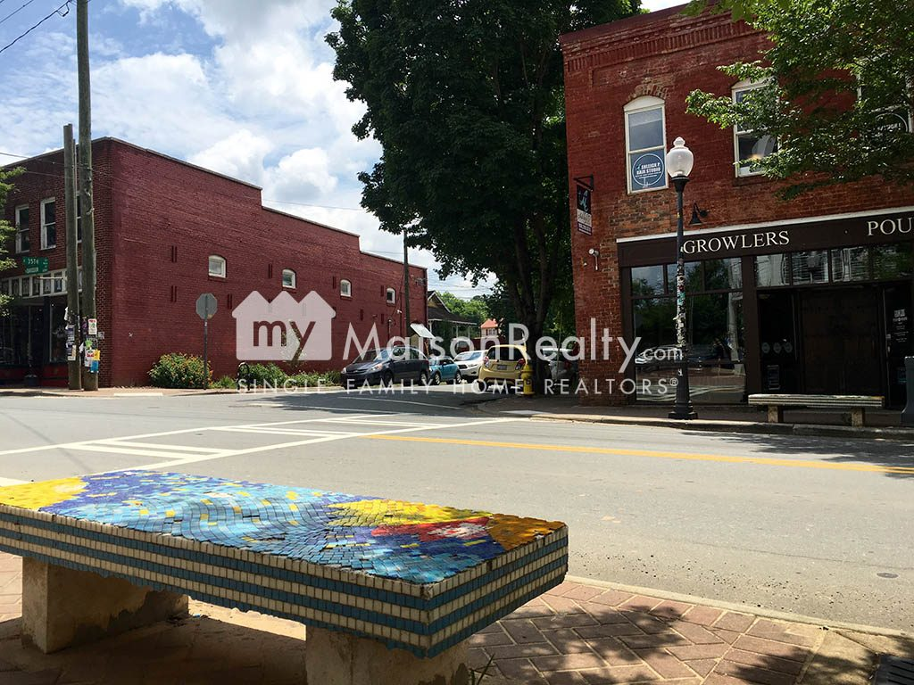 Growlers and artisic mosaic bench in Noda